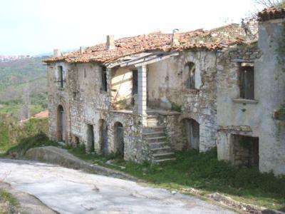 Toscana, 100 edifici demoliti dopo i controlli della Regione