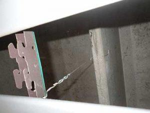 Fissaggio con fil di ferro e rottura della trave esistente