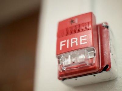 Resistenza al fuoco, analisi della UNI 11473 su porte e finestre