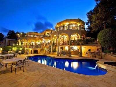 La casa ha finiture di pregio allora una casa di lusso - Immobili categoria a1 ...
