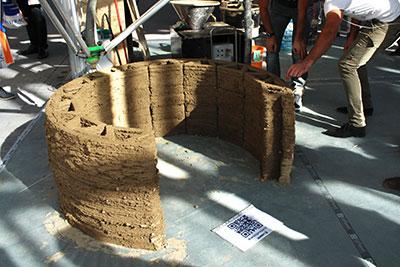 Fig. 3. Parete verticale realizzata nel 2014 con la stampante 3D BigDelta WASP in occasione dell'evento Maker Faire di Roma (foto per gentile concessione di Wasproject)