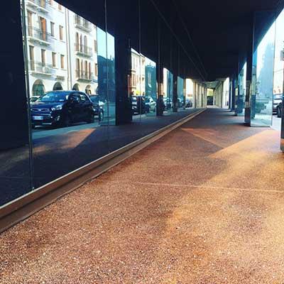 Mazzocato, la pavimentazione in ghiaino e ciottoli