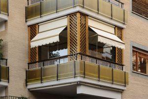 Condominio, serra sul terrazzo: da smontare se altera la facciata