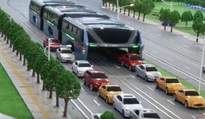 Cina-bus-rialzato-sui-binari