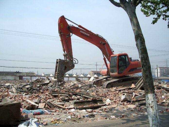 demolizione e ricostruzione in altra zona
