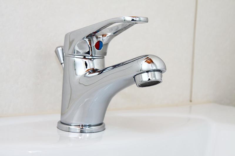 Come sostituire la rubinetteria del bagno: guida pratica