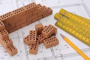 Permesso di costruire, per la decadenza serve un provvedimento espresso