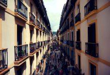 Distanze edifici, cosa succede quando li separa una strada